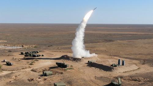 Уральские расчеты ЗРС С-400 «Триумф» проведут боевые стрельбы на полигоне в Астраханской области