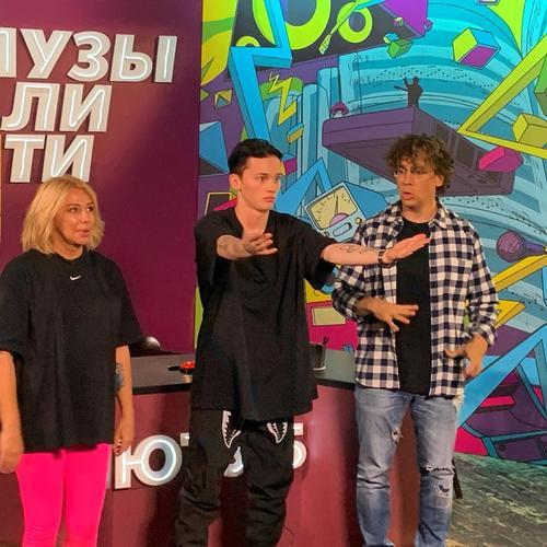 Видео, как Алена Апина танцует с Максимом Галкиным под «Леху»