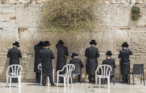 В Иерусалиме откроют для молитв площади у Храма Гроба Господня и у Стены Плача