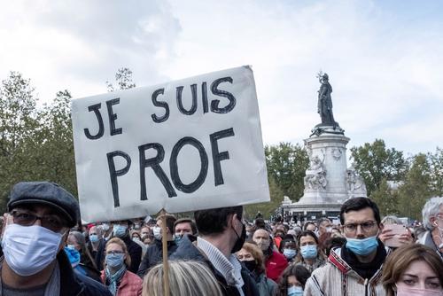Во Франции закроют мечеть, призывавшую запугать убитого позже учителя