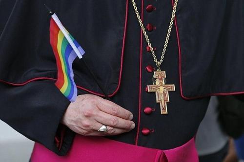 В РПЦ считают деградацией поддержку Папы Римского однополых браков и уверены, что католики массово «перебегут» в православие