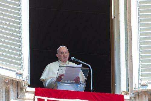 Папа Римский заявил о создании гражданских союзов между однополыми парами