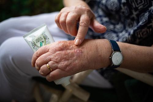 Дерматолог Петросова рассказала, как сохранить кожу рук при использовании антисептиков