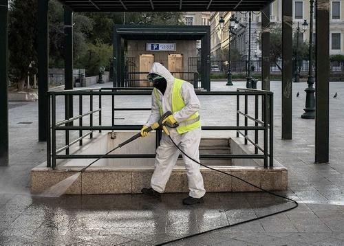 В нескольких районах Греции из-за COVID-19 вводится комендантский час