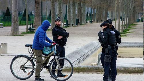 Во Франции одобрен законопроект о продлении режима ЧС из-за COVID-19