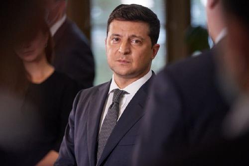 Политолог Форманчук считает, что падение доверия к Зеленскому перешло и на его партию