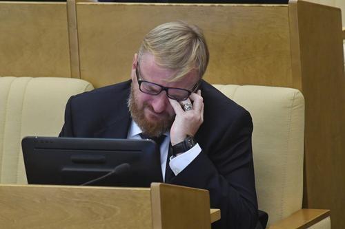 Милонов «со слезами» опроверг информацию, что его нет на заседании Госдумы из-за отказа сдавать тест на COVID-19