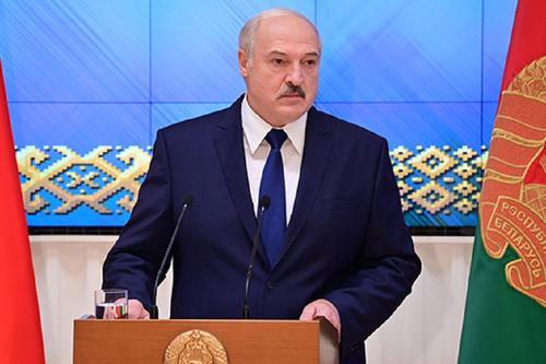 Лукашенко заявил, что бастующие рабочие финансируются из Польши и Литвы