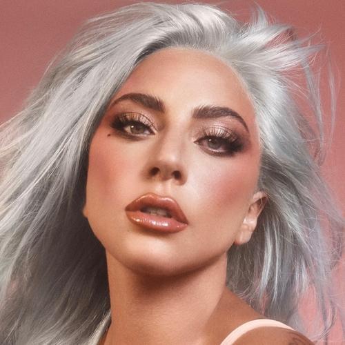 Видео, как Леди Гага в лонгсливе и ботфортах вышла голосовать за президента США, становится хитом в сети