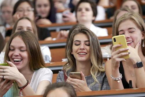 На Ставрополье студентов вузов и колледжей отправили на удаленку на две недели