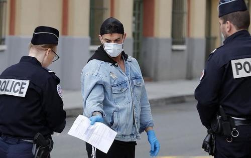 Из-за пандемии Франция ввела пропускной режим, аналогичный московскому