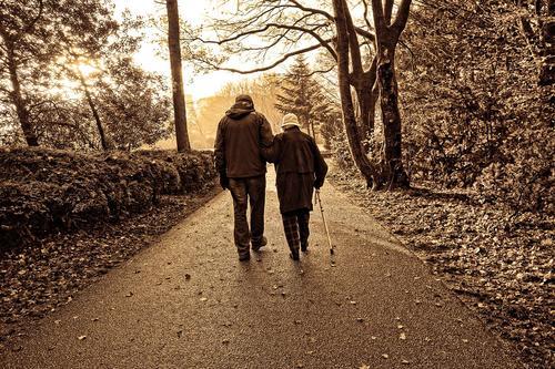 Исследователи рассказали, как общение с внуками помогает пожилым людям эмоционально не стареть