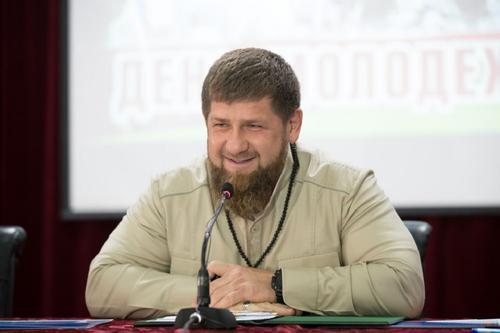 Кадыров призвал Жириновского извиниться перед ним, а французскую власть - перед мусульманами