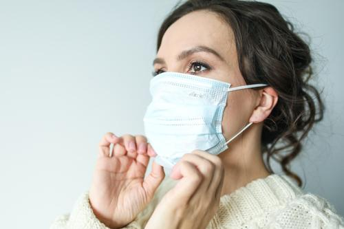 Врач Караваева предупредила о риске «боевого стресса» после тяжелой формы коронавируса