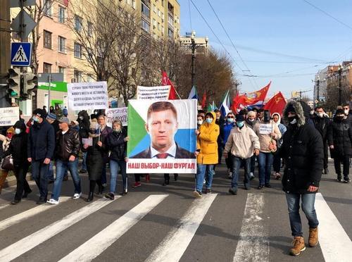 Россияне собирают подписи в поддержку экс-главы Хабаровского края Сергея Фургала