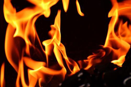 Пожар произошел на территории мужского монастыря в центре столицы