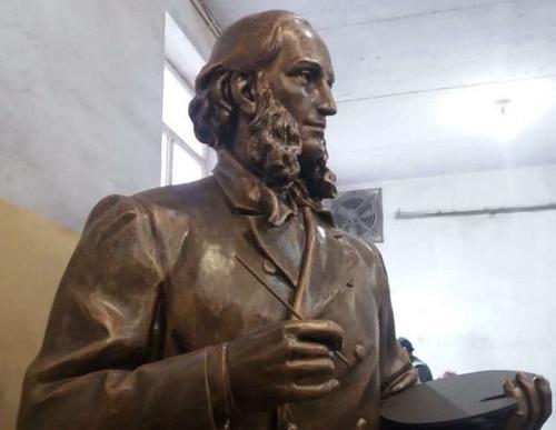Четырехметровый каменный Айвазовский будет встречать и провожать туристов в Крыму