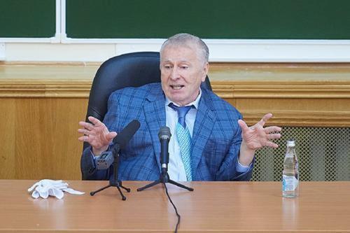Жириновский считает, что загранпаспорт Навального надо аннулировать