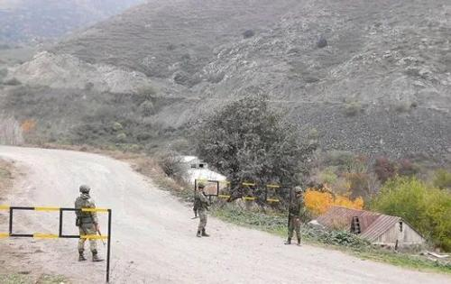 Российские миротворцы занимают свои позиции в Нагорном Карабахе
