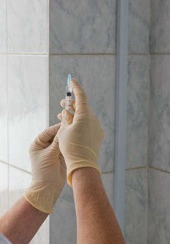 В Кузбассе медик заразился коронавирусной инфекцией после вакцинации первой дозой