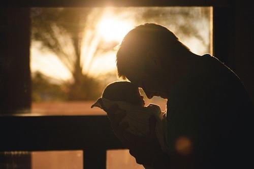 Эксперт Минздрава Аполихин предложил снижать пенсионный возраст мужчин после появления у них третьего ребенка