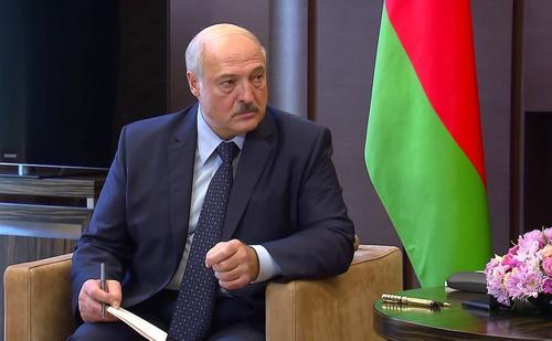 Лукашенко пообещал перераспределить полномочия президента Белоруссии