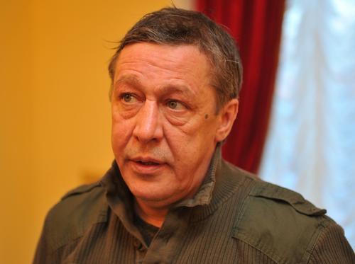 Правозащитник Бармин заявил, что в колонии к Ефремову будут обращаться по имени и отчеству