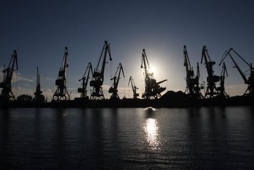 Латвия униженно просит Россию дать заработать