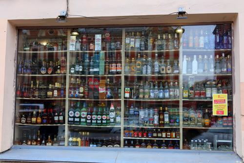 Общественный деятель Султан Хамзаев выдвинул идею запретить в России продажу алкоголя 1 и 2 января