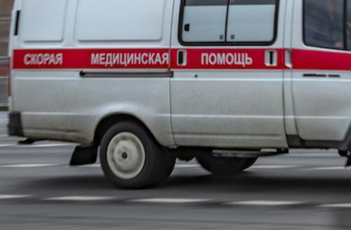 Нетрезвый житель Ямала выжил после падения на машину с шестого этажа