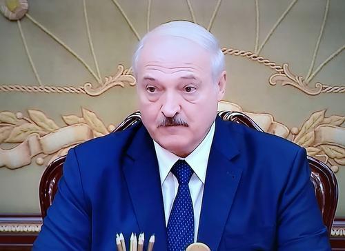 Лукашенко назвал коронавирус «политической и экономической болезнью»