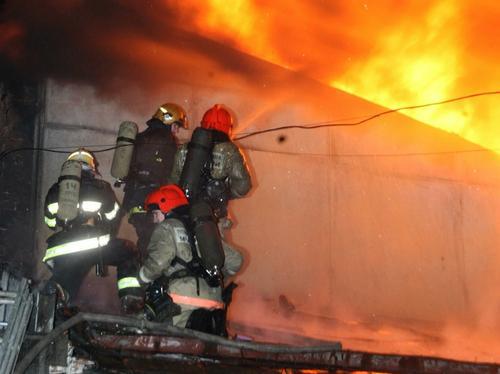 При пожаре в частной гостинице в Новосибирске погиб один человек