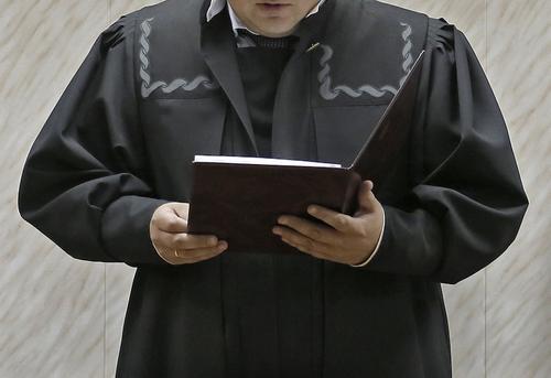Кто вершит правосудие от имени государства, наплевав на Конституцию и Закон