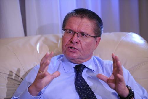 ФСИН: экс-министр Улюкаев добросовестно трудится в библиотеке