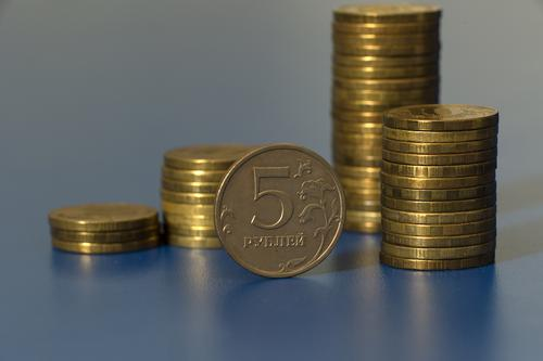 Экономист Авакян считает, что даже серьезные колебания на нефтяном рынке не укрепят курс рубля