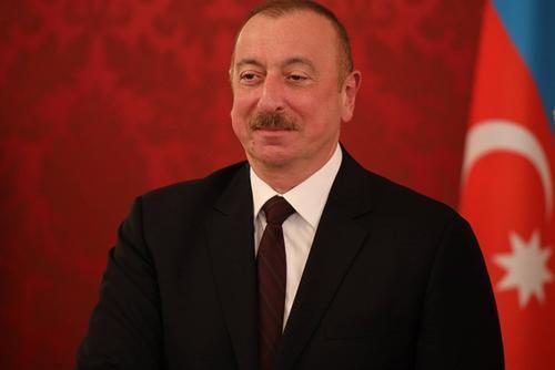 Алиев перенес приуроченный к событиям в Карабахе День Победы