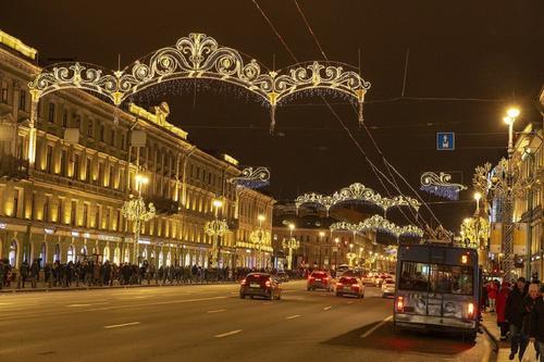 Россияне массово отменяют новогодние туры в Санкт-Петербург