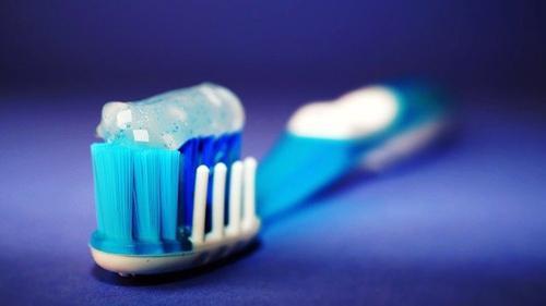 Вирусолог Зуев прокомментировал данные о возможности нейтрализации COVID-19 зубными пастами