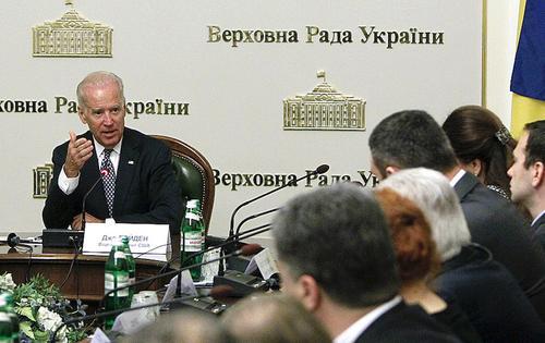 Украинские националисты надеются на победу Байдена над Путиным