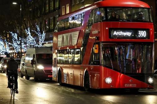 Джонсон попросил британцев скромно отметить Рождество