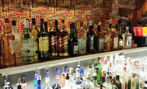 спиртное в ночном клубе