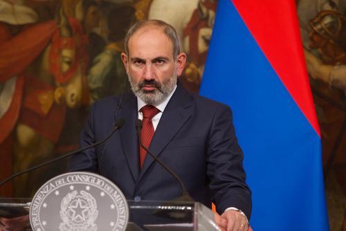 Служитель церкви в Сюникской области Армении отказался пожать руку Пашиняну