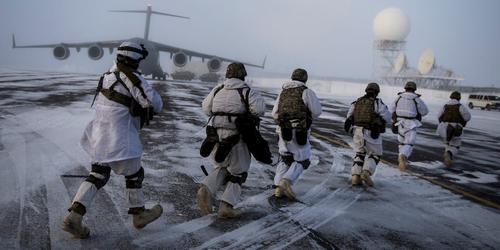 США и НАТО увеличивают число мероприятий боевой подготовки у северных границ России