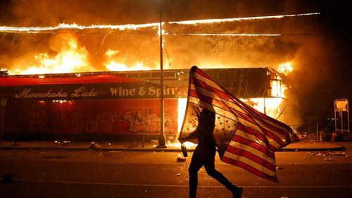 Пентагон предрекает массовые беспорядки и введение военного положения в США