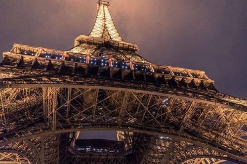Министр здравоохранения Франции предложил не встречать Новый год