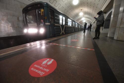 В Москве движение поездов по «фиолетовой ветке» прервано из-за падения на рельсы женщины