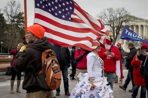 Зюганов обеспокоен ситуацией в Вашингтоне, но понимает возмущение протестующих