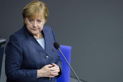 Меркель заявила, что Германия вступает в самое тяжелое время пандемии