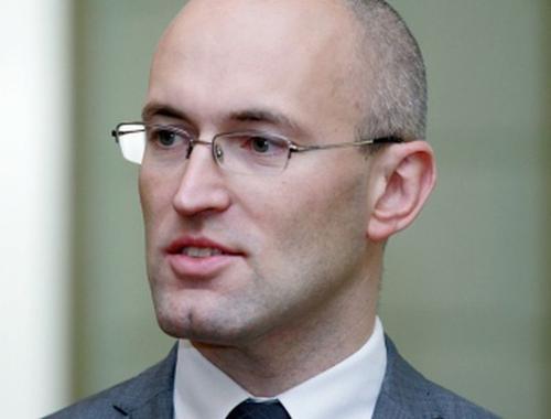 Новый министр здравоохранения Латвии решил вакцинировать всех медиков страны