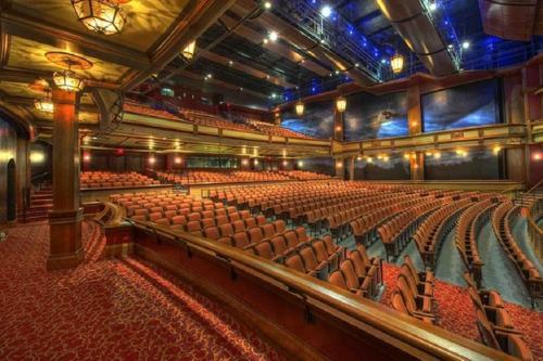 Петербургские театры теперь могут заполнять залы наполовину